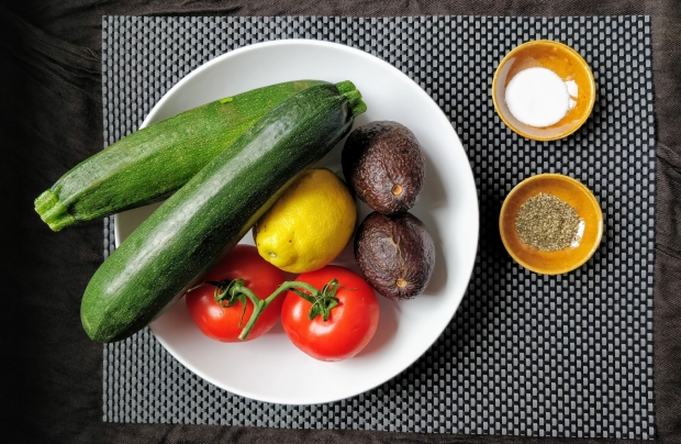 courgette-avocado-salad-ingredients